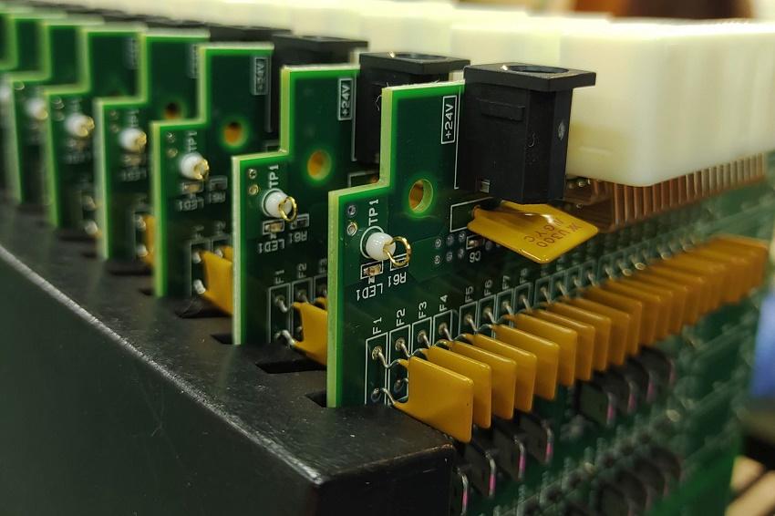 マルチ出力型DCコンバータ回路基板