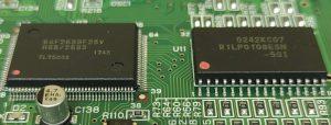 HD64F2633F25VとR1LP0108ESN-5SI